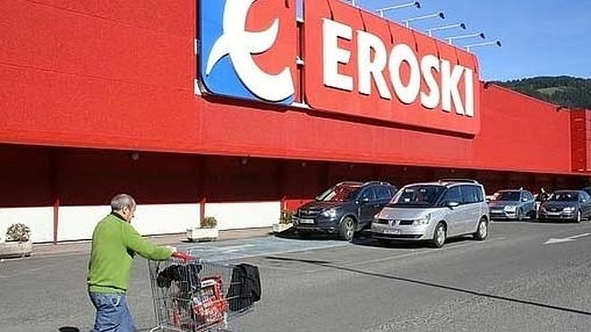 Eroski vende un lote de 36 hipermercados a Carrefour, tres de ellos en Málaga
