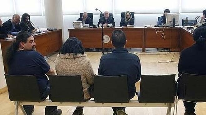 Un empresario llega borracho a un juicio y admite que encubrió un crimen para ocultar que explotaba a sus trabajadores