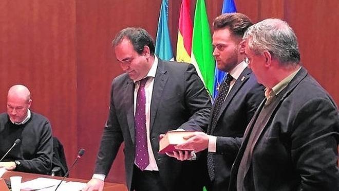 El nuevo equipo de gobierno de Pizarra acusa a la anterior alcaldesa de haberles dejado sin liquidez