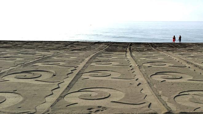 Así han amanecido las playas de Torre del Mar, con la Q de Calidad