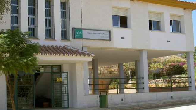 Educación ejecutará dos nuevas aulas y un porche en el colegio San Faustino de Benajarafe