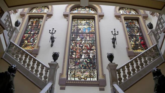 La reina Isabel la Católica domina el Ayuntamiento de Málaga