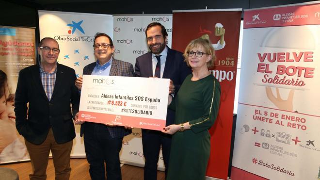 Los hosteleros donan 8.523 euros a Aldeas Infantiles
