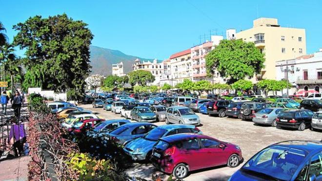 El Ayuntamiento de Estepona asfaltará los terrenos del bulevar que se usan para aparcar