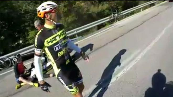 Un motorista localiza al ciclista que le salvó la vida tras un accidente para agradecérselo