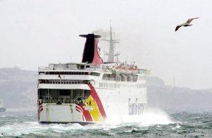 Suspendidas las conexiones marítimas debido al temporal